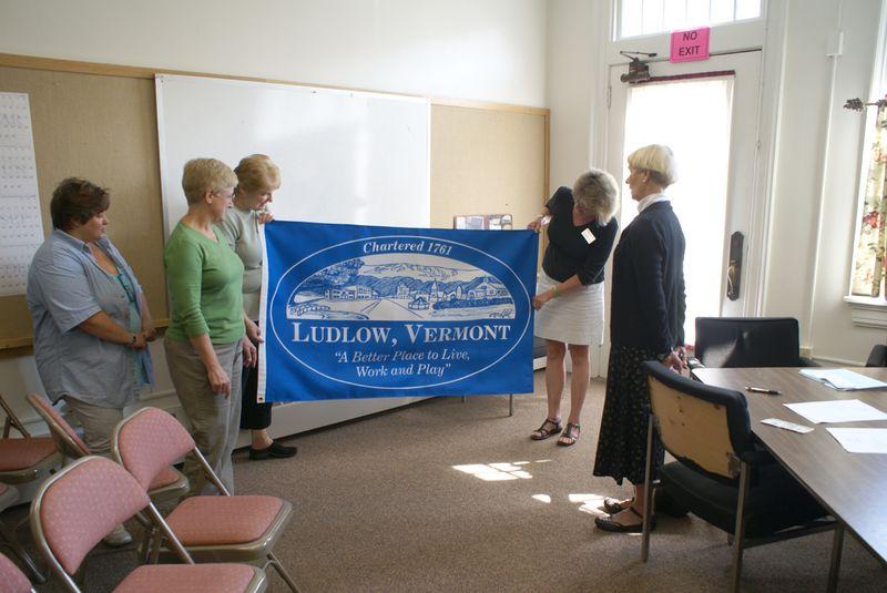 L250 committee members admire flag 8 19 2011