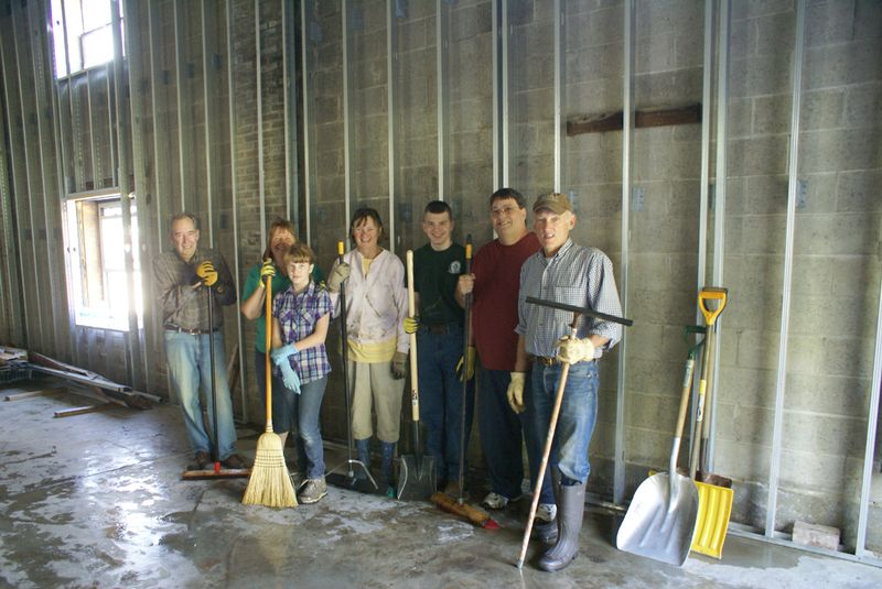 LPC Tank Barn Clean-up the entire crew poses 9 10 2011