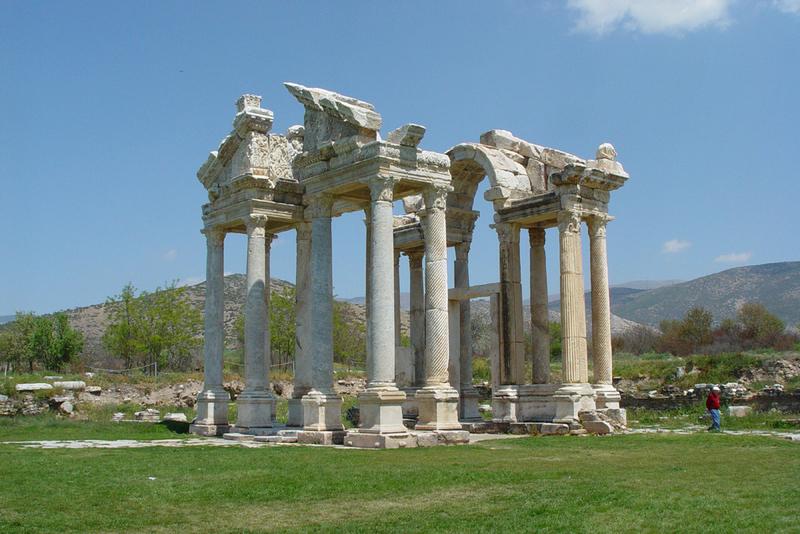 Aphrodisias_temple_of_aphrodite_8