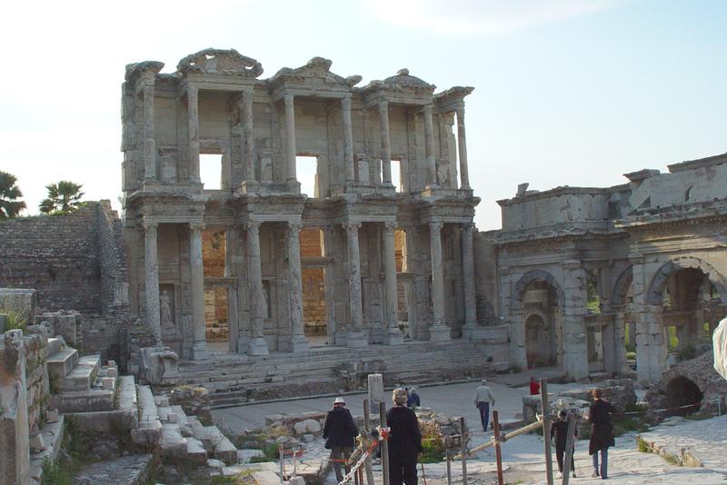 Ephesus_library_edifice_2